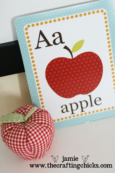 Free abc flash cards from @The Crafting Chicks