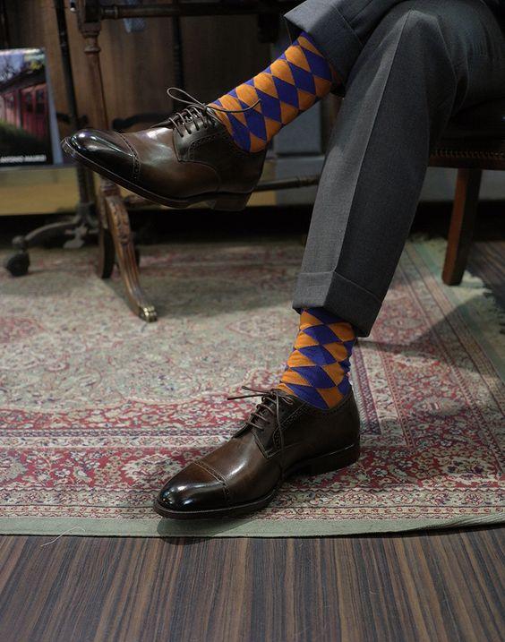 Derby Captoe Shoes, oange & blue socks