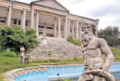 'El Partenón' del 'Negro' Durazo, entre el olvido y el deterioro - Grupo Milenio