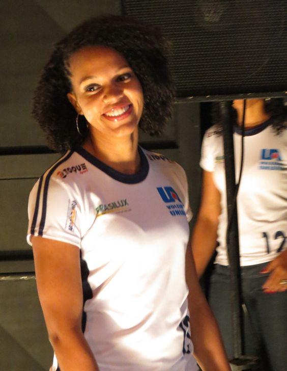 Apresentação time feminino - Jogadora Camila - Posição: Líbero