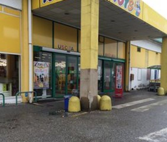 ... Cinisello Balsamo con una rapina al Toys Center di via Ciro Menotti . http://www.shop-4-your-baby.com