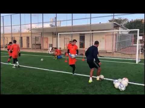 Goalkeeper Training Drill Close Range Shot Stopping Drill Emanuel Sheffer Academy Youtube Goalkeeper Training Goalkeeper Soccer Practice
