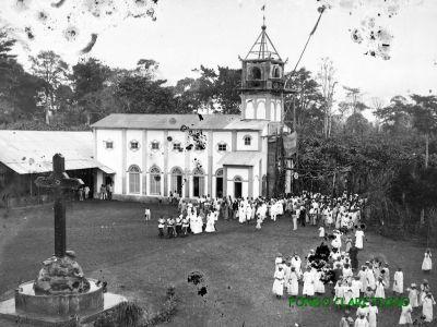 Banapás. Iglesia y Cruz constantiniana levantada en 1913