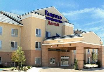 Fairfield Inn & Suites Denton Denton (Texas) Conveniently located off Interstate 35, this hotel is just 2 miles from the University of North Texas. It features an indoor pool and hot tub and free Wi-Fi in all rooms.