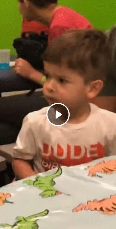 Criança sem de aniversário fica bravo