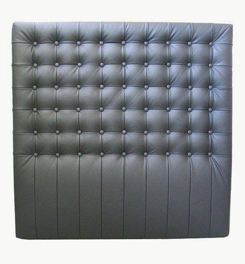 Specialtillverkad sänggavel, bredd 120 cm, höjd 120 cm Knappar med sömmar emellan Beslag för