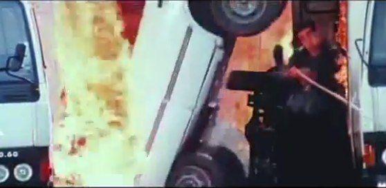 La 'mejor' escena de acción que nunca habías visto  https://blogueabanana.com/break/126-video-o-foto/645-escena-de-accion-bollywood.html
