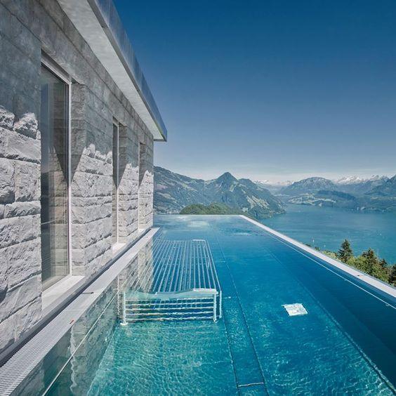 Piscine avec vue les piscines de r ve de notre t for Ardeche hotel avec piscine
