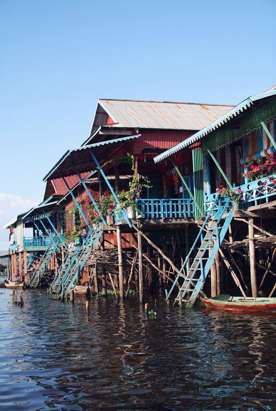 Cambodia - Kampong Pluck - maison colorées - village - cambodge http://www.lescoquettes.fr/2012/12/cambodia-•-kampong-pluck-•-3/        Kampong pluck