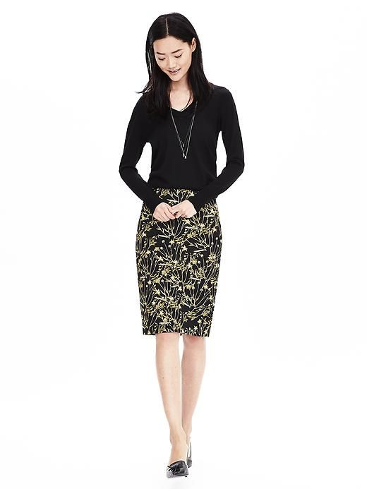 This high-waisted floral print pencil skirt is a great piece to ...