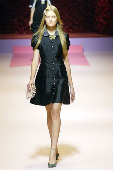 See the complete Blumarine Spring 2007 Ready-to-Wear collection.
