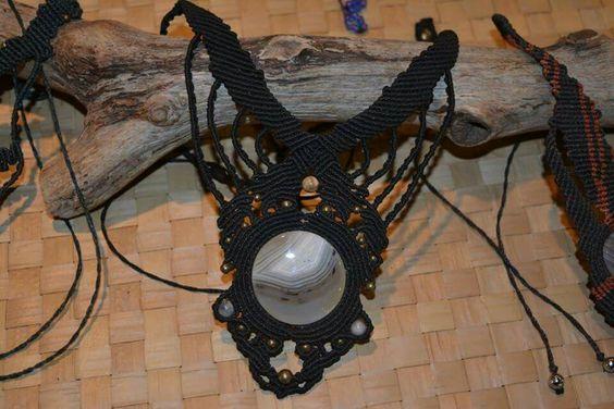 Collier macramé avec agate chevron de Madagascar