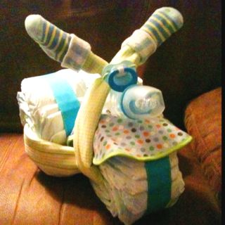 Motorcycle diaper cake, i do have a shower to go to this week...