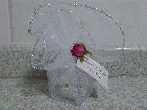 idea - bloquinho transparente com algo dentro... ex: inicias dos nomes dos noivos, com coração