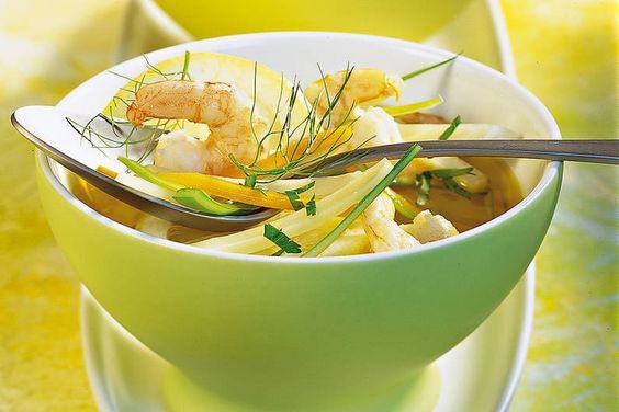 Klare Brühe mit Gemüsejulienne Rezept - FIT FOR FUN