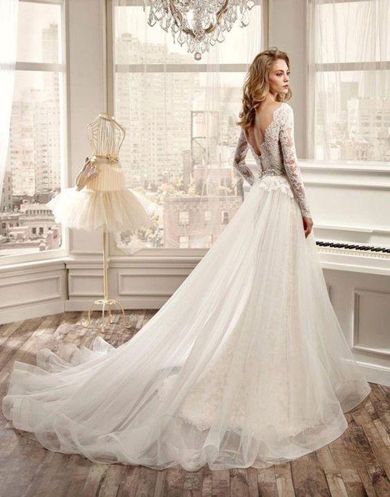 Une robe de mariée à traine en organza