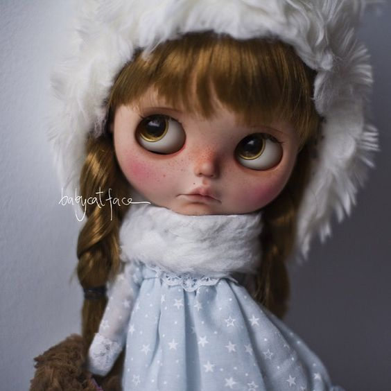 """""""It's not so cold outside mummy!"""" Nana for adoption in 130 h at my place (link in bio)  """"No hace tanto frío fuera mami!"""" Nana en adopción en 130 h en mi blog (link en bio)  #blythe #blythedoll #blythedolls #blythestagram #customdoll #customblythe #customblythedoll #fair #bicycle #bike #doll #dollstagram #dollphotography #instadoll #instablythe #toy #takara #toy #toyunion #toyslagram #toyphotography #toyrevolution #toyartistry #tailorgibson #cold #magicalworld #toptoyphotos by…"""