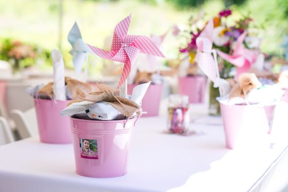 Adorable party favors in a mini-pail, tied with a burlap bow. #partyfavor