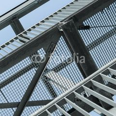 Vergitterter Himmel, Stahlbau, Gitterroste - Steel construction; Part of external fire escape; Modern construction elements; Metalwork