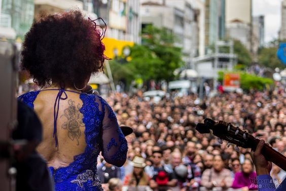A rainha Elza Soares no palco da Corrente Cultural - 2014