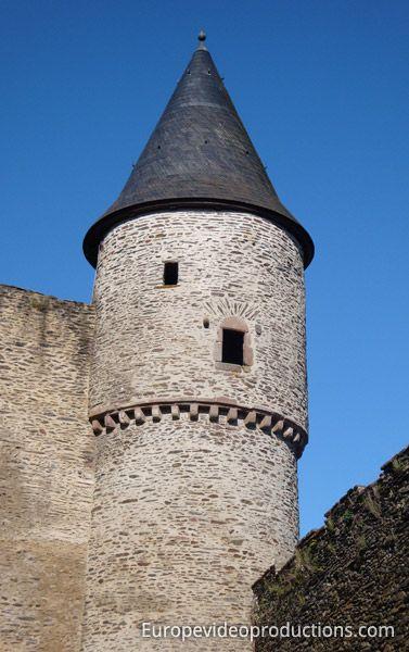 Turm der Burg von Bourscheid in Luxemburg