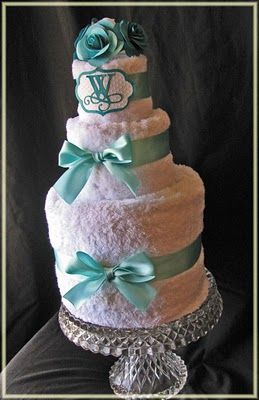LOL this is made of towels but if it was real i'd really love this cake :) @Charlotte Blackwill