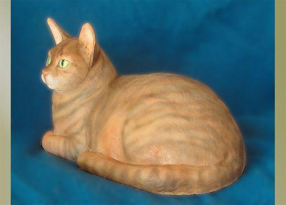 """Пэтти Palenschat. Скульптура оранжевой кошки - Клео / hydrostone - 9 """"х 14"""" / $ 120 Скульптуры, представленные на Гильдии Сан-Диего скульпторов"""