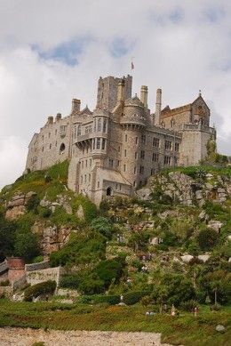 St Michaels Mount Castle, Cornwall, UK Photo by: Tommmmmmmmm