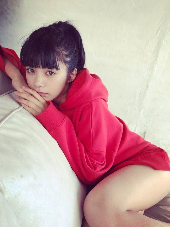 赤いお洋服の池田エライザ