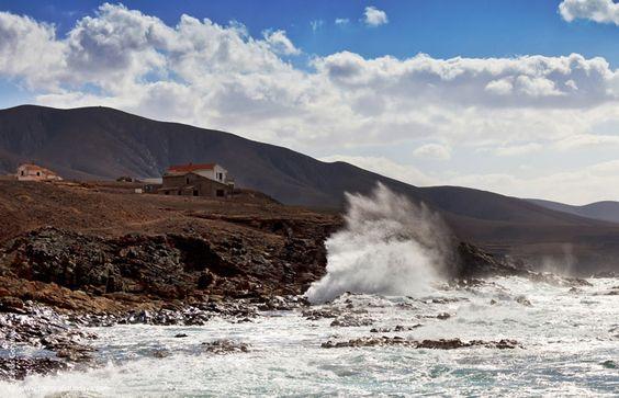 En el municipio de Betancuria encontramos Aguas Verdes, en la costa oeste de Fuerteventura, es una zona acantilada a la que se accede desde la FV-30