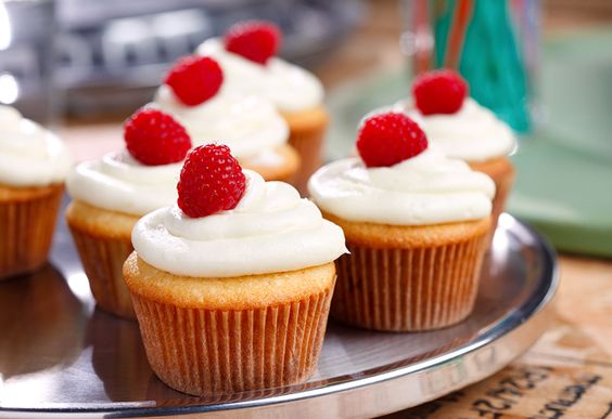 Raspberry Cream Cupcakes with Cream Cheese Frosting - Go ahead, #treatyourself! #canola #sweettreats