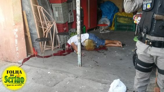 Mototaxista é executado à tiros por elementos desconhecidos de moto na zona norte de Cajazeiras. Veja fotos