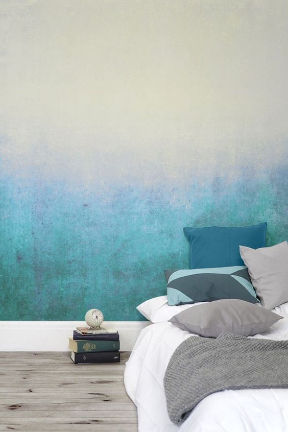 Deep blues gently fade into green tones. This subtle ombre wallpaper design creates a soothing atmosphere.: