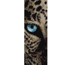This is a pattern containing 7 colors in a double peyote stitch. It measures 1.99 x 6.99. Please respect the rights of the designer. If you do not do the instant download, the pattern will be emailed to you within 2 days.