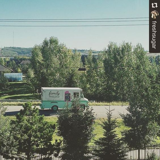 #Repost @freshsugar ・・・ LOOK WHAT JUST DROVE BY MY HOUSE FOR MOVIE IN THE PARK TONIGHT! (I'm only slightly excited)  _____________________ #yycpops #yycfoodtrucks #calgaryfoodtrucks #yycnow #yycevents #yyc #foodtrucklove #icepops