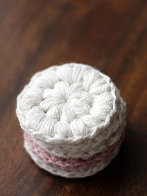 Free crochet pattern for these eco friendly, zero waste makeup remover pads