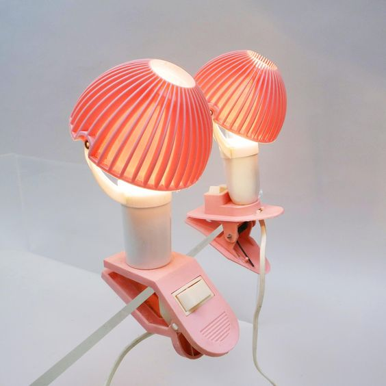Sweet rose lightings http://modernariato.fr/collections/frontpage/products/deux-petites-veilleuses-a-pince-rose