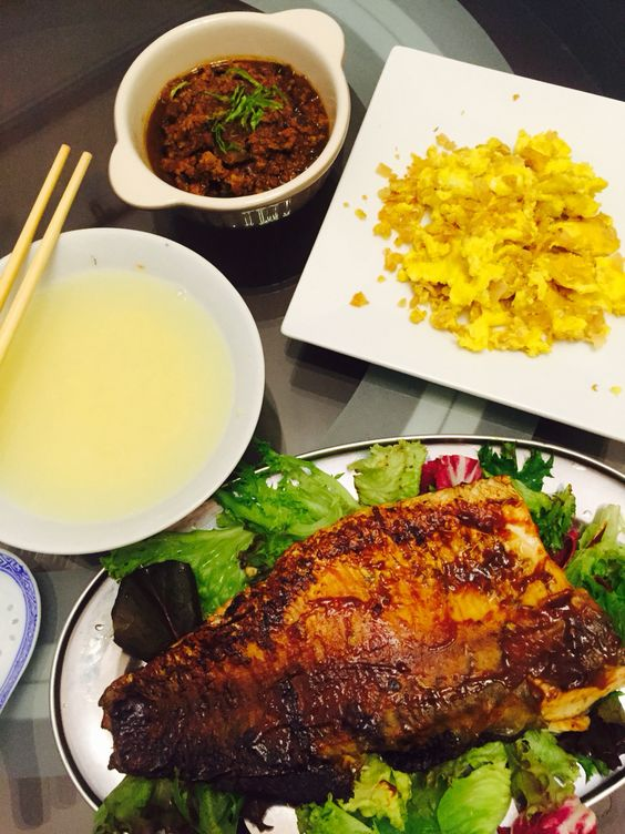 Oriental breakfast | woke up to porridge cravings, thus quick grilled a miso paste marinated fillet, fried egg with preserved turnip (forgotten to put oil till egg was add to pot! But the effect turn out good), black bean paste with minced meat and a warm bowl of millet grains porridge.  Smoothing home-prep food for us on a lazy day. At least, I know what am I eating.