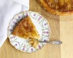 Tarte tatin aux pommes traditionnelle http://www.cuisineaz.com/recettes/tarte-tatin-aux-pommes-traditionnelle-11808.aspx