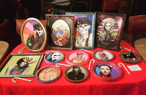 Happy Sunday! Trying something a bit different today: a Xmas market! Stop by at the Satanic Flea Market and say hi!  #satanicfleamarket #hellothemushroom #artwork #xmasmarket #buymyart #lowbrowart #lowbrow #reworked #posca #poscapens #markers #doodles
