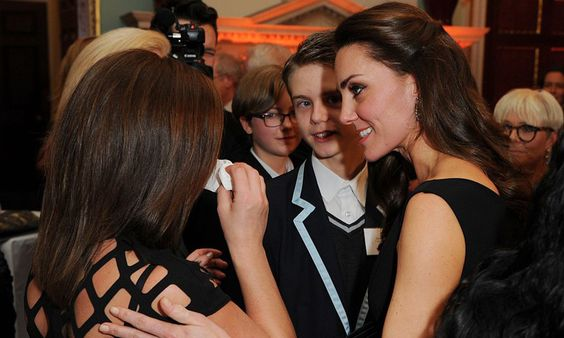 Kate consoles crying mother at Place2Be Awards: 'I just had to do that as a mom'