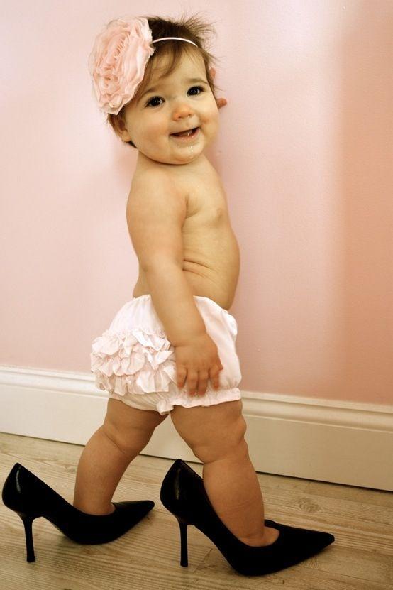 Cute photo shoot idea for a little girl!