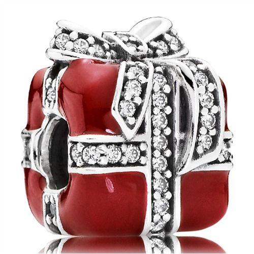 Weihnachtspaket Geschenk Charm Pandora 791772CZ http://www.thejewellershop.com/ #weihnachten #geschenk #rot #charm #pandora