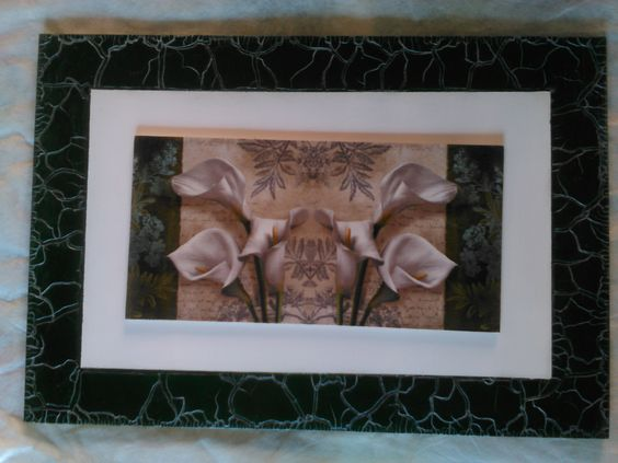 Cuadro en decoupage central decorado con marco craquelado incoloro y pátina al óleo plateada
