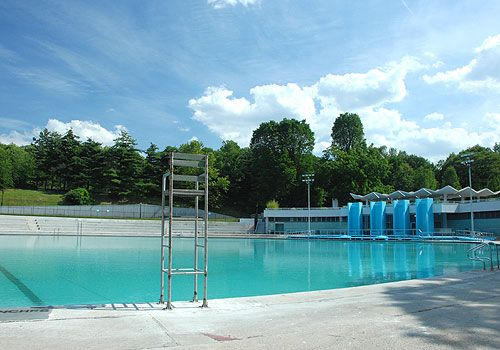 Beat the heat at Central Park's Lasker Pool...