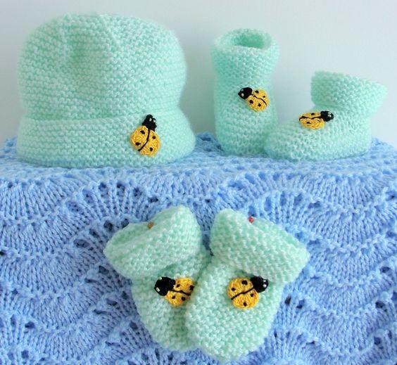 COCCINELLE... Layette Bonnet, chaussons et moufles vert naissance à 3 mois : Mode Bébé par danielainetricots