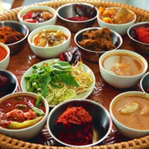 La cocina tailandesa es una de las más sofisticadas, es una mezcla de sabores dulces, salados, agrios, y un toque picante con un resultado exótico y delicioso.