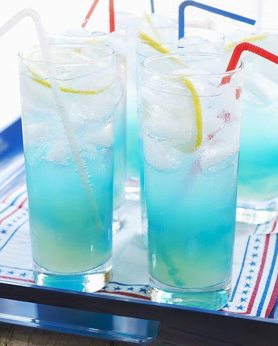 Cocktail blue point vodka curaçao pour 1 personne - Recettes Elle à TableIngrédients      3 cl de vodka 1 cl d'anisette       1 cl de curaçao bleu 2 cl de jus de citron