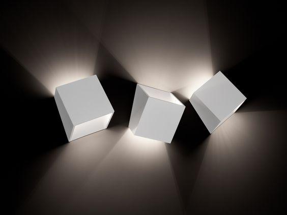 Lampada da parete a luce indiretta Collezione 25° by tossB | design Alain Monnens