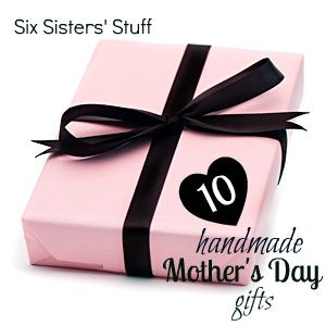 Mothers Day is right around the corner! Here are 10 Easy and Inexpensive Handmade Mothers Day gifts! #MothersDay #gifts